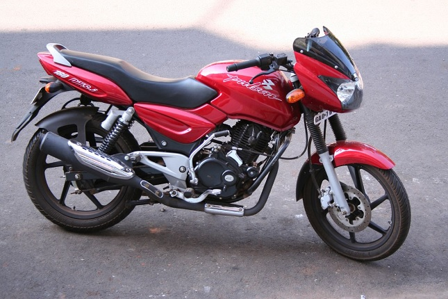 Bajaj Pulsar 150 DTSi – Top 5 Reasons to Buy